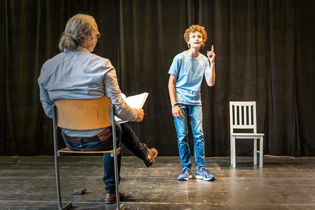 Kind bei Probe im Kinder- und Jugendtheater