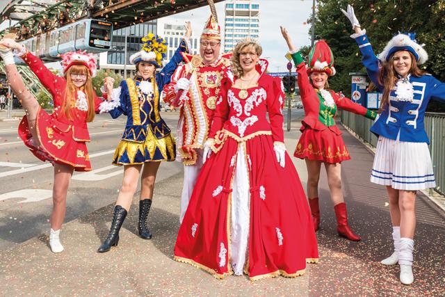 Karneval in Wuppertal beginnt mit Prinzenpaar und Funkemariechen